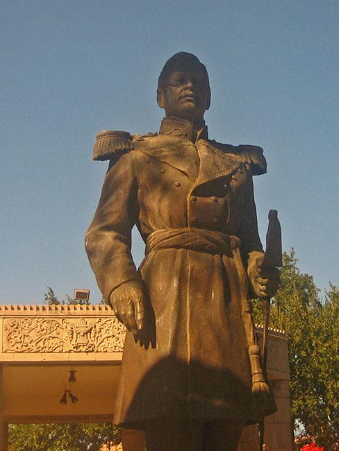 Statue of General Ignacio Zaragoza in San Agustin Plaza in the downtown historic district of Laredo, Texas. Attribution: Billy Hathorn http://en.wikipedia.org/wiki/User:Billy_Hathorn
