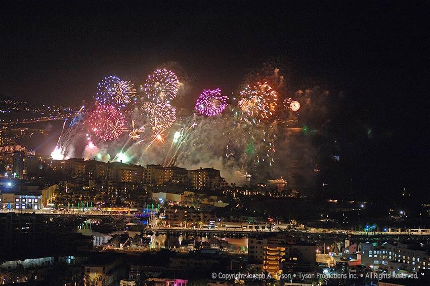 fireworks-medano-beach-cabo-068