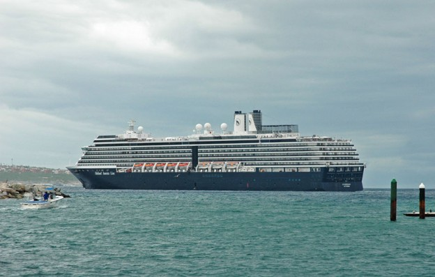 cruise-ship-in-cabo-3949_r1