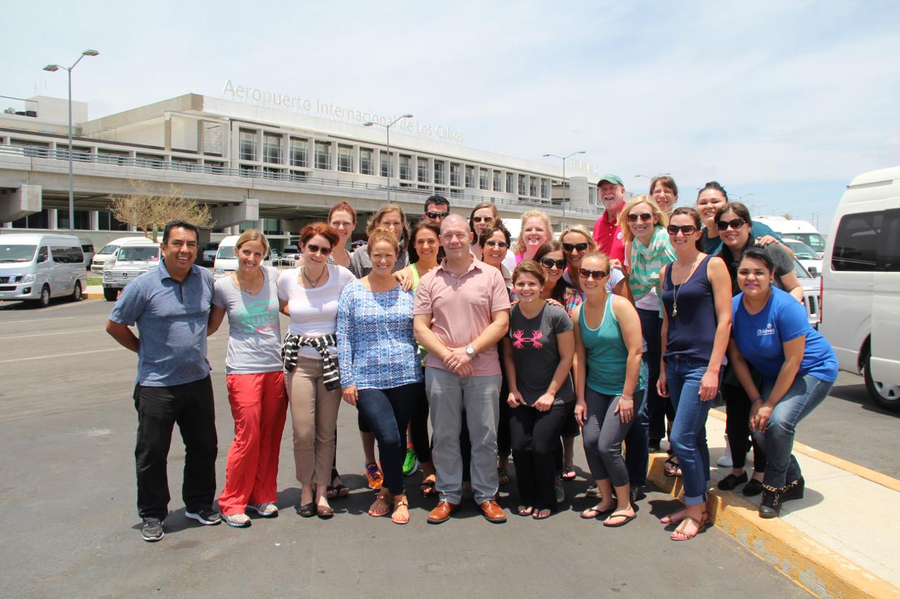 El equipo, liderado por el Dr. James Hammel, del Children's Hospital and Medical Center en Omaha llegando a Los Cabos