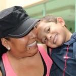 Kevin con su mamá. Un doble héroe de corazón, esta jornada recibió su segunda cirugía a corazón abierto a los 4 años